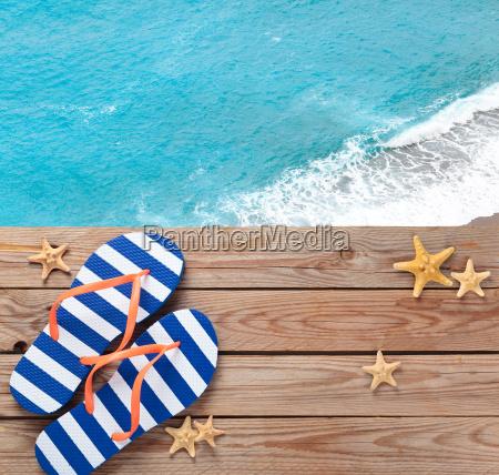 blau flip flops