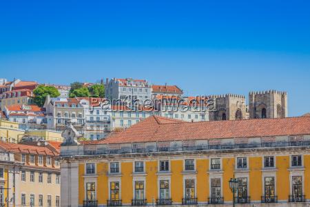 lissabon traditionellen gebaeuden mit typisch portugiesischen