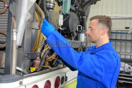fixing heavy vehicles engine