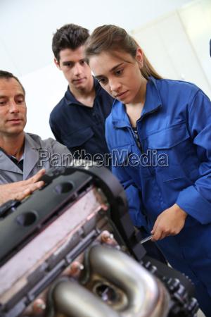 mechanik ausbildung klasse mit lehrer und
