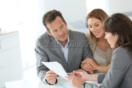 kunden und banker sitzung fuer hypothekenvertrag