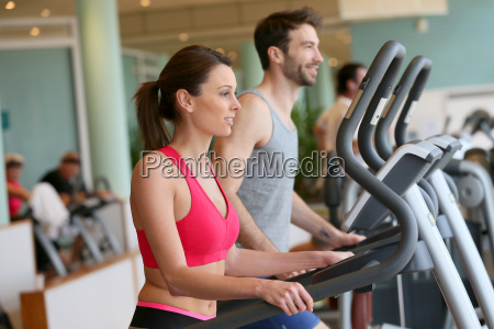 paar tun cardio training in fitness