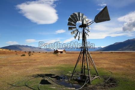 windmuehle in der argentinischen ackerland