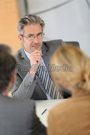berater fuer ihre kunden in meeting
