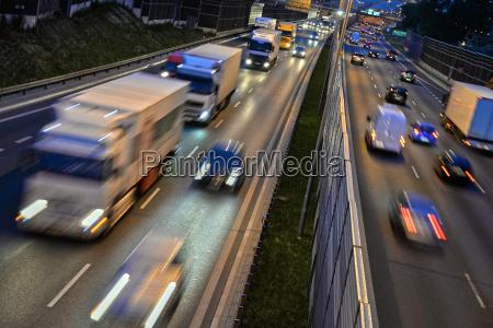sechsspurige autobahn in polen in der