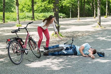 man after fahrradunfall