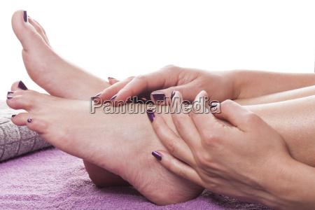 gepflegte weibliche haende und fuesse wellness