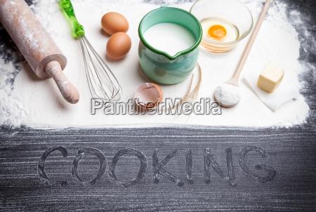 back und kochkonzept verschiedene zutaten und