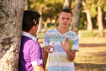 teenager rauchen boy verweigern e zig