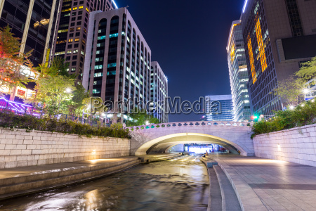 cheonggyecheon in seoul city at night