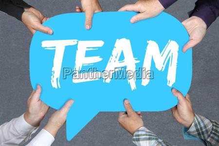 gruppe menschen halten team teamwork zusammen