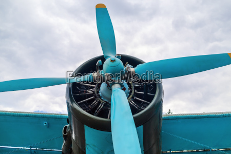 propeller airplane