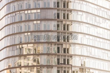 deutschland berlin glasfassade des park kolonnaden