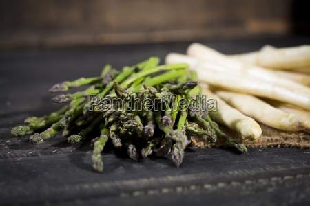 green and white asparagus on jute
