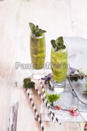 matcha iced green tea with mint