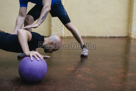 sport ball balance werk fabrik fertigungsanlage