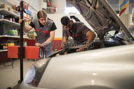 einstellung und pruefung von autoleuchten in