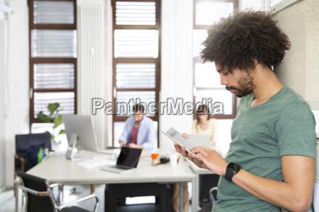 buero arbeitsstelle modern moderne verbindung anschluss
