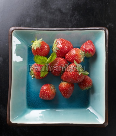 fresh strawberries with leaves in a
