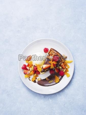 cheesecake with chocolate sauce ice cream