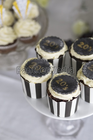 cupcakes fuer eine art deco party