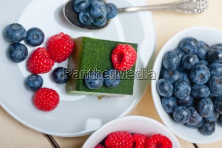 gruener tee matcha mousse torte mit