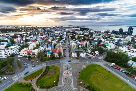 reykjavik schoss von oben auf hallgrimskirkja