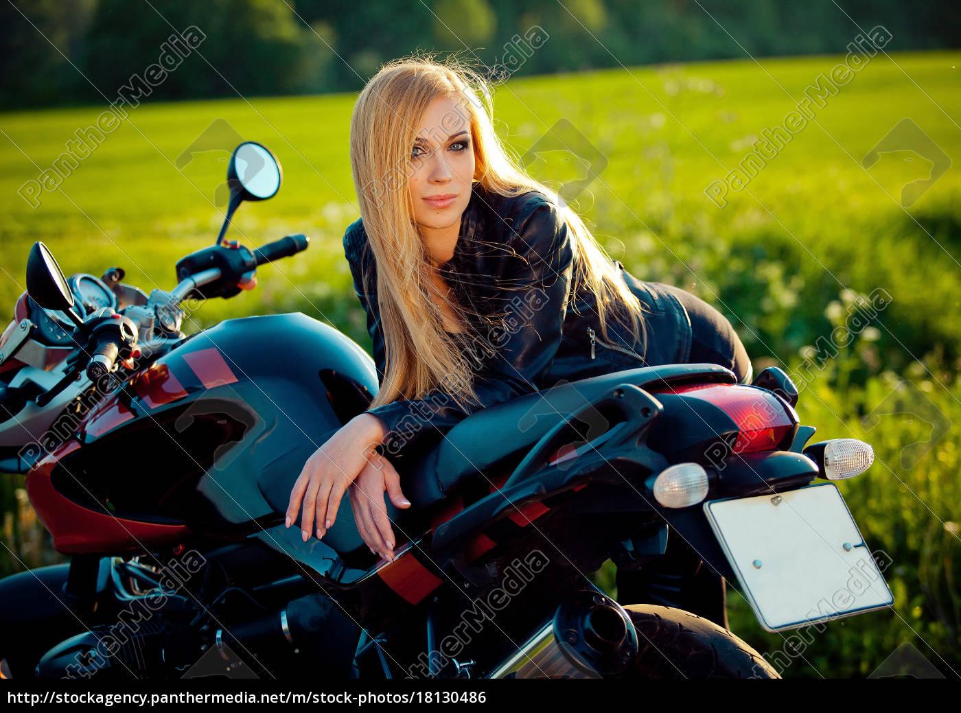 sexy, mode, weibliche, biker, mädchen., blonde - 18130486