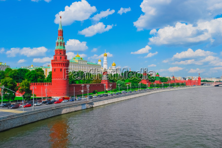 moscow kremlin and moskva river in