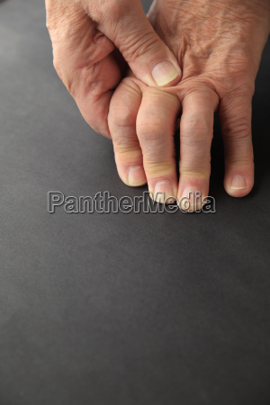 older man has pain in knuckles