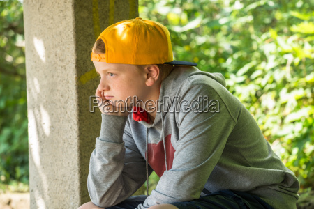 personas gente hombre emocionalmente adolescente arbol