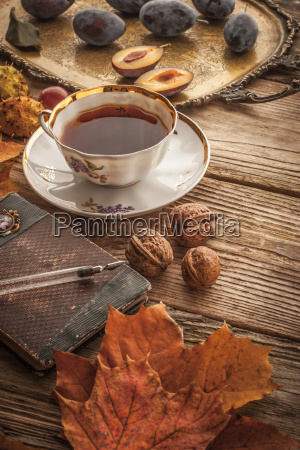 tasse tee mit geschenk des natur