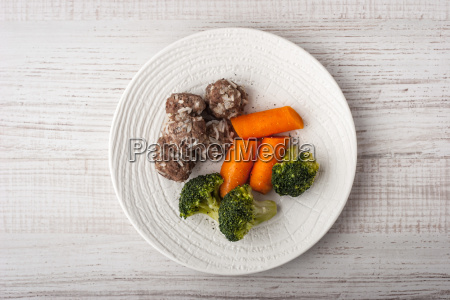 steamed broccoli and carrots with meatballs