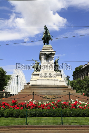 bronze monument to giuseppe garibaldi