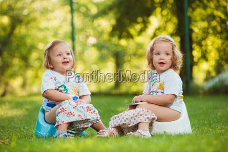 die beiden kleinen babys auf toepfen