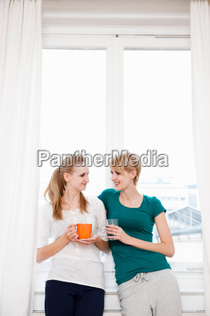 young women chatting drinking