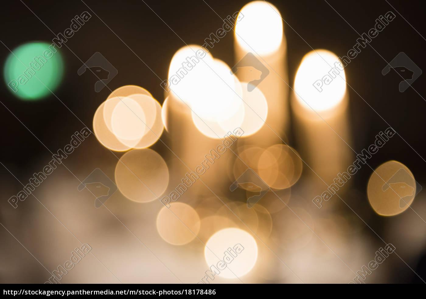 abstract, defokussierter, straßenbeleuchtung, in, der, nacht - 18178486