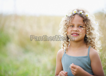 young girl with daisies in hair