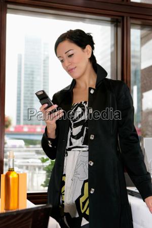 woman receiving text in restaurant