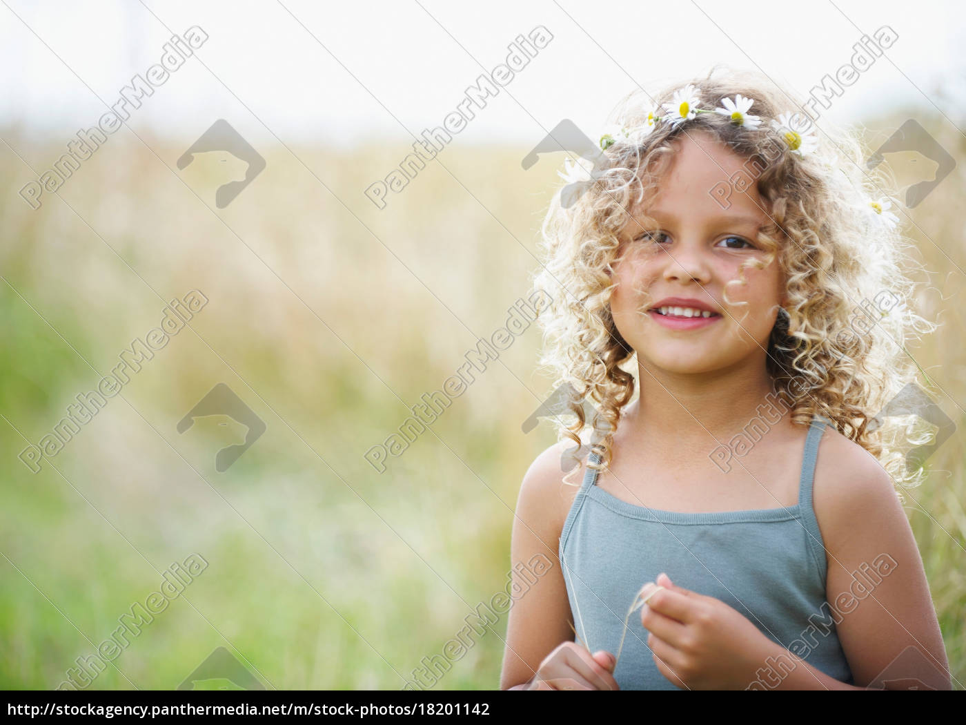 young, girl, with, daisies, in, hair - 18201142