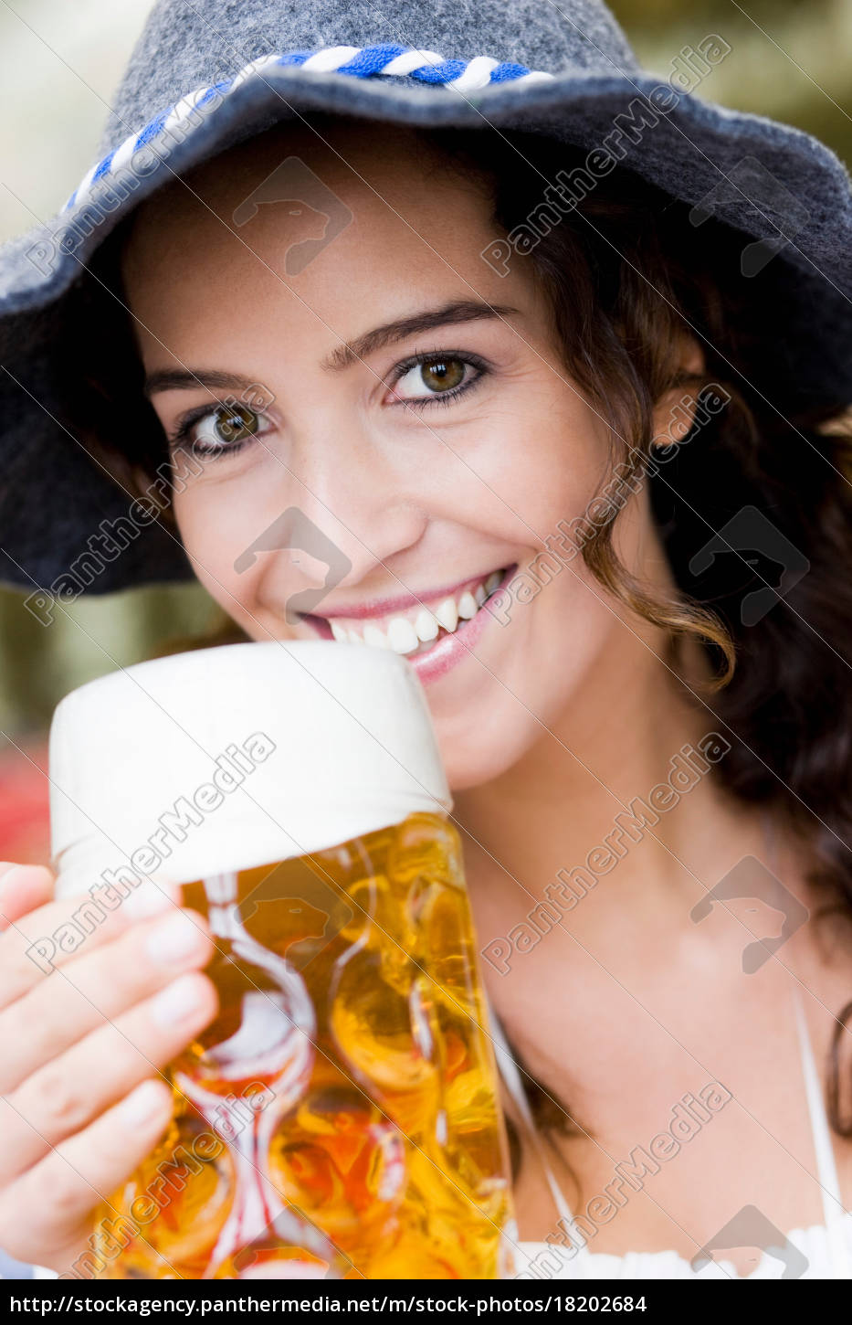 young, woman, with, hat, drinking, beer - 18202684