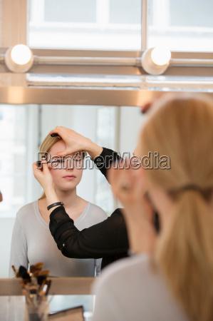 frau mode feminin weiblich reflexion reflektion