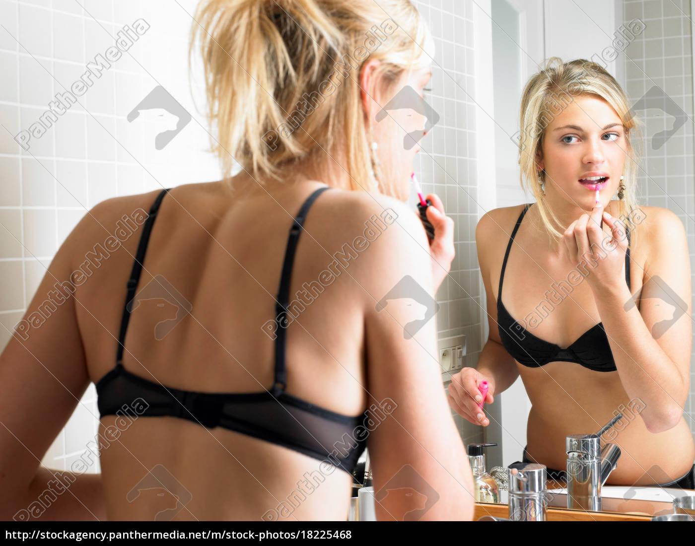 mädchen, beim, schminken, im, badezimmer - 18225468