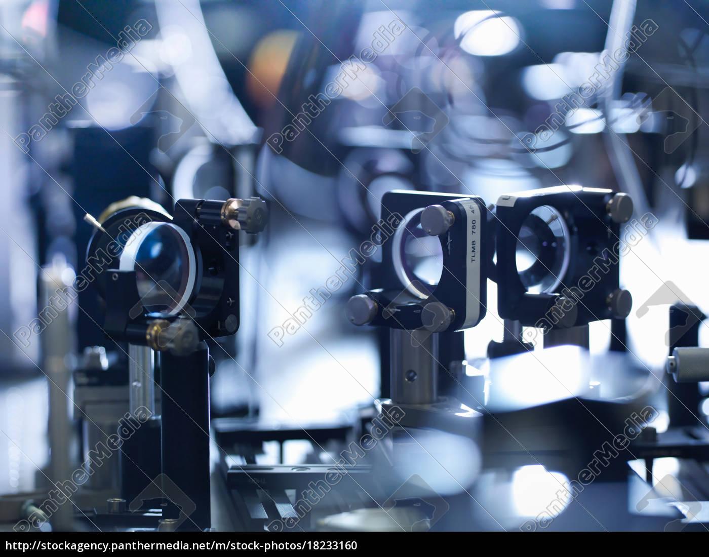 nahaufnahme, von, laserspiegeln, im, wissenschaftlichen, labor - 18233160