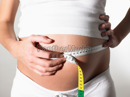 pregnant woman taking her measurements