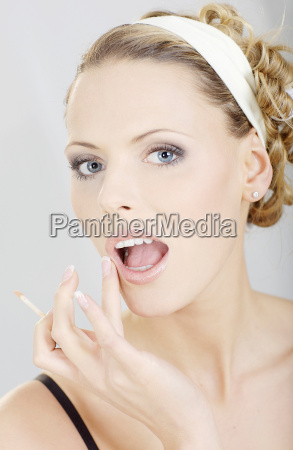 woman making up her face