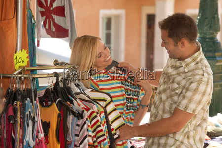 couple shopping in market