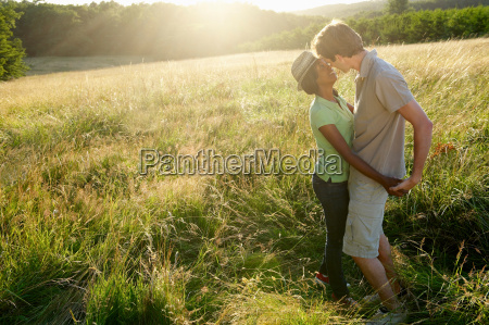 couple, kissing, in, a, field - 18271852