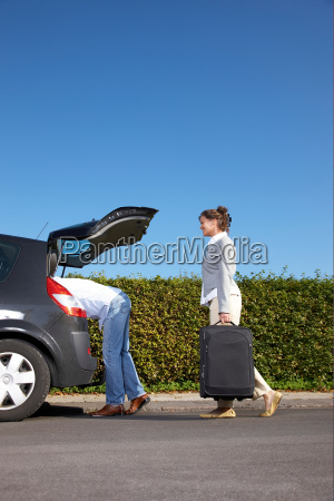 couple putting bags into car