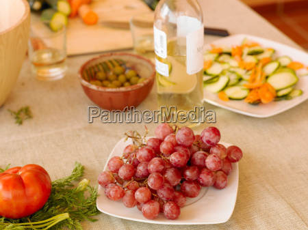 black grapes white wine and olives